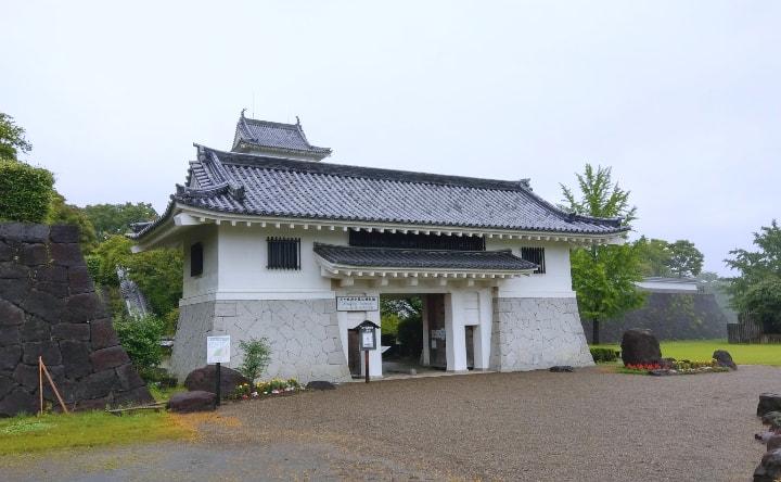 天ケ城公園の模擬城門