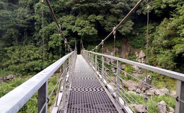 関之尾滝の吊り橋