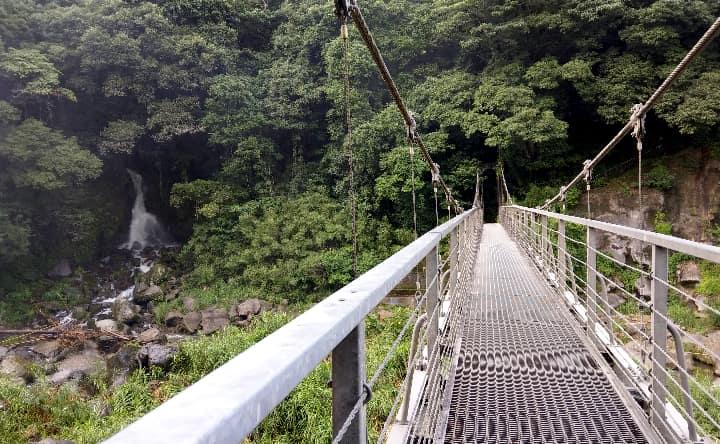 吊り橋から見た男滝
