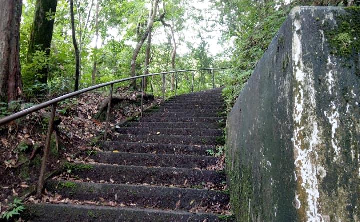 関之尾滝の階段