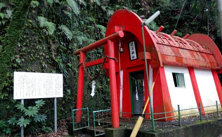 関之尾滝の神社