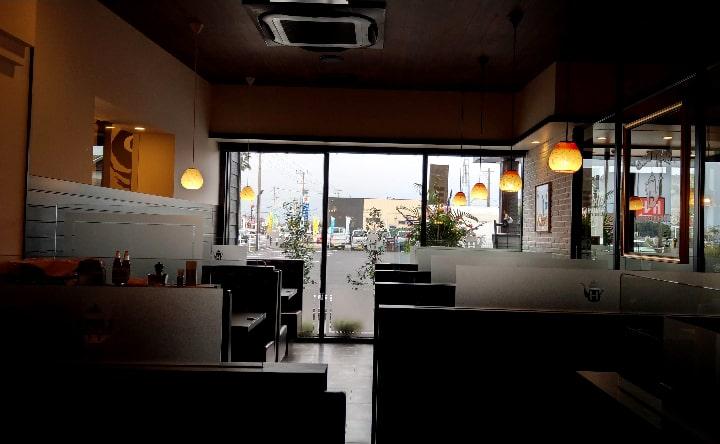 星乃珈琲宮崎店の店内中央