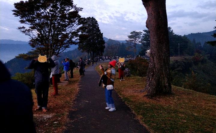 国見ケ丘展望台に多数の人