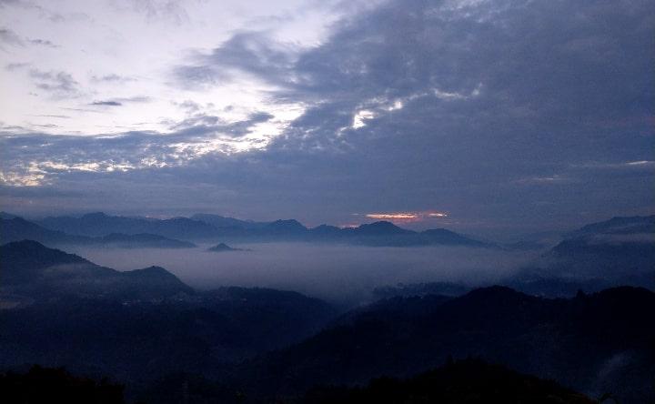 国見ケ丘展望台の東側雲海