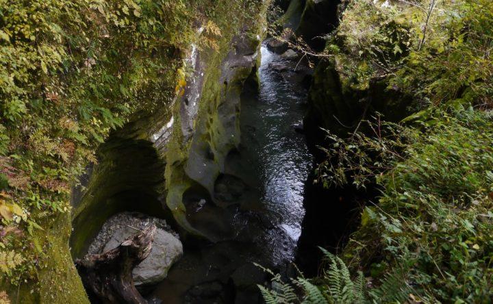 高千穂峡の甌穴