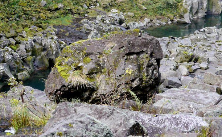 高千穂峡の鬼八の力石