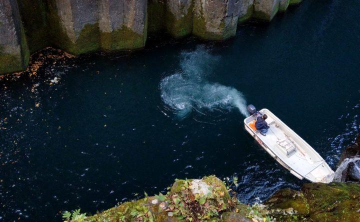 高千穂峡の貸しボートの準備